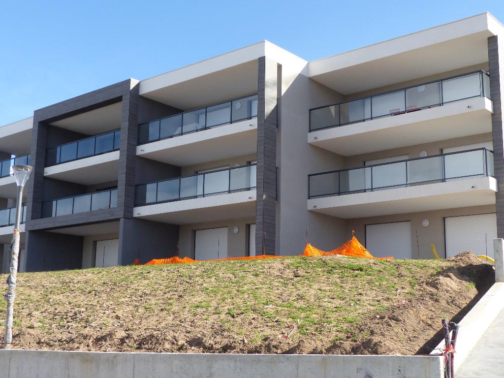 Appartement Pietrosella 3 pièce(s) Duplex avec jardinet et terrasse bord de mer