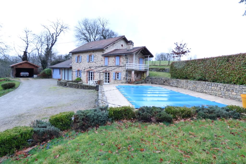 Maison Aurillac 6 pièce(s) 180 m2 sur 1 hectare de terrain