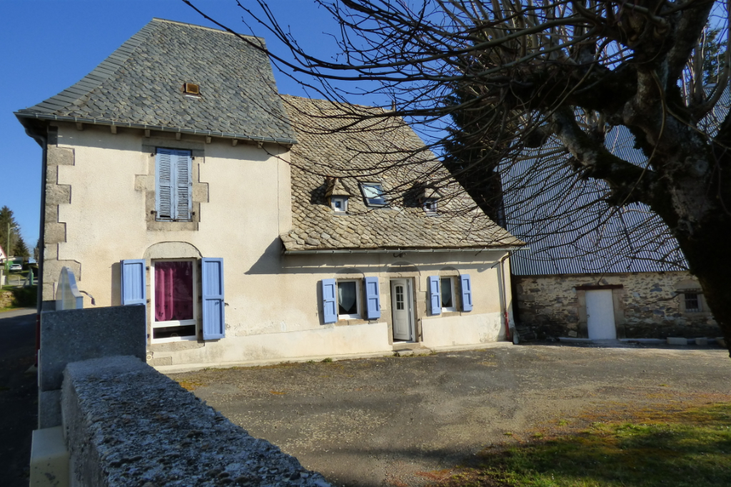 Maison en pierre Aurillac 6 pièce(s) 120 m2 + grange