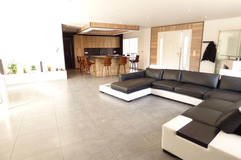 Maison Aurillac 6 pièce(s) 180 m2 PLAIN PIED + sous sol total