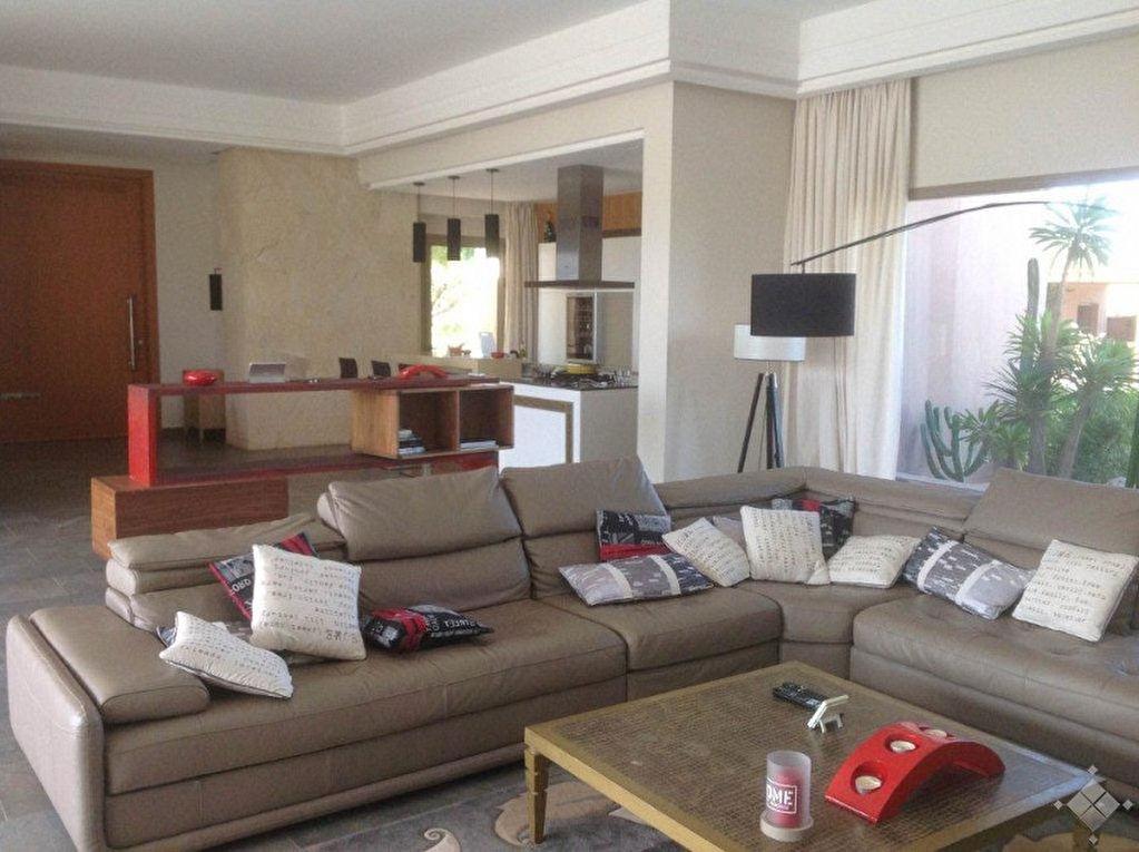 Villa style contemporain construite sur un terrain de 5000 m²