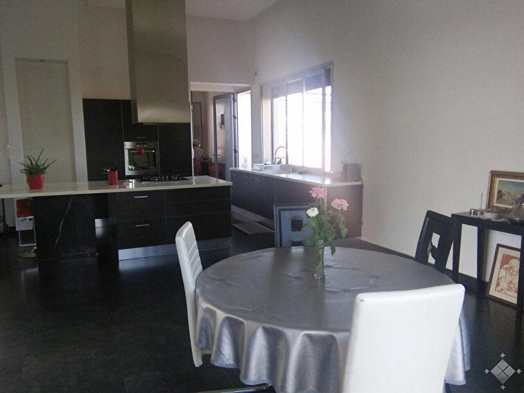Villmagnifique villa contemporaine sur trois niveaux