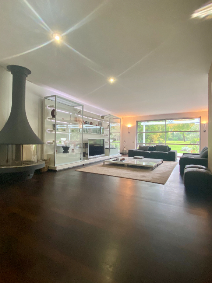 AUX PORTES de BORDEAUX superbe propriété contemporaine de 350m2 avec parc arboré de 4000m2