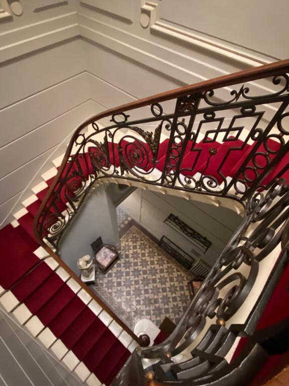 BORDEAUX PARC BORDELAIS EMPLACEMENT IDEAL POUR CES BUREAUX DE PRESTIGE AU 1er ETAGE D'UN MAGNIFIQUE HOTEL PARTICULIER.