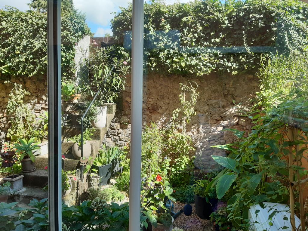 APPARTEMENT  1 chambre avec  jardin et garage